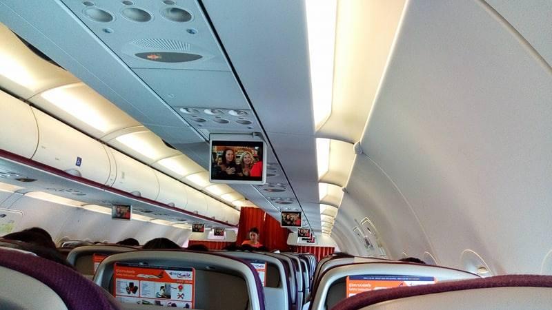 บรรยากาศภายในเครื่องสายการบินไทยสมายล์